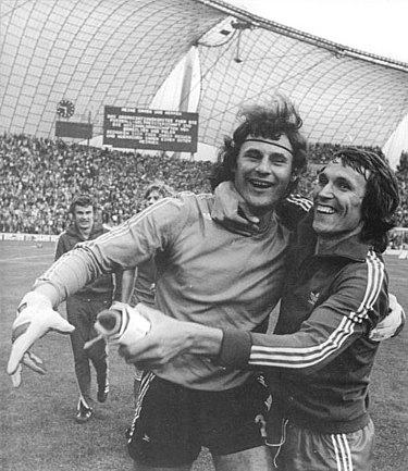 Jan Tomaszewski (left) and Henryk Kasperczak after 3rd place match Poland-Brazil, 1974 FIFA World Cup Bundesarchiv Bild 183-N0716-0310, Fussball-WM, VR Polen - Brasilien 1-0.jpg