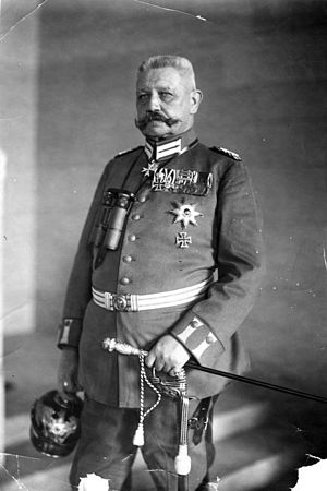 {{BArch-description|1=Paul v. Hindenburg ADN-Z...