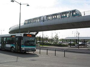 Rennes Metro - Image: Bus et métro station Poterie (5618280569)