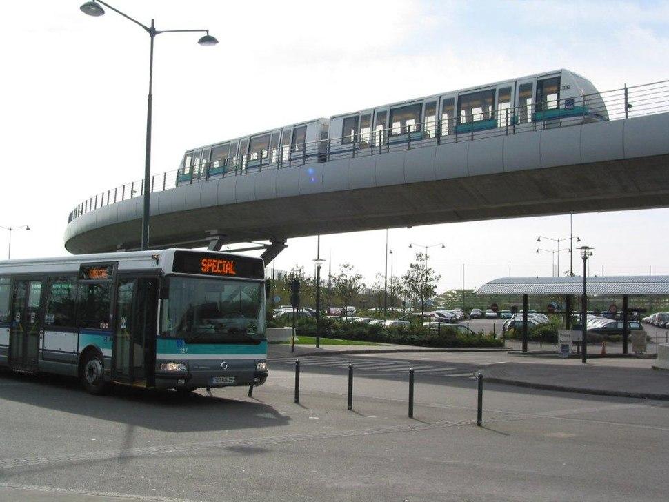 Bus et métro station Poterie (5618280569)