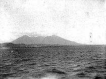 COLLECTIE TROPENMUSEUM De vulkaan Beloeran aan de Oostkust van Java vanuit zee TMnr 10004116.jpg