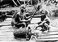 COLLECTIE TROPENMUSEUM Een medicijnman met een patiënt te Siberoet Mentawai-eilanden TMnr 10006666.jpg
