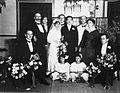 COLLECTIE TROPENMUSEUM Groepsportret met gasten ter ere van het huwelijk van de familie Kuipers Siboga TMnr 60021536.jpg