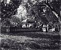 COLLECTIE TROPENMUSEUM Het graf van een aanzienlijk persoon Makassar TMnr 60000017.jpg