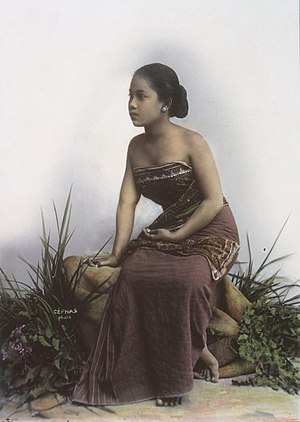 Décolletage -  Indonesian woman in traditional Javanese kemben, c. 1900.