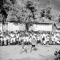 COLLECTIE TROPENMUSEUM Tijdens de prikkelkrijg (Prang duri) tonen jonge mannen hun mannelijke karakter tegenover de gemeenschap te Tenganan Oost-Bali TMnr 10002944.jpg