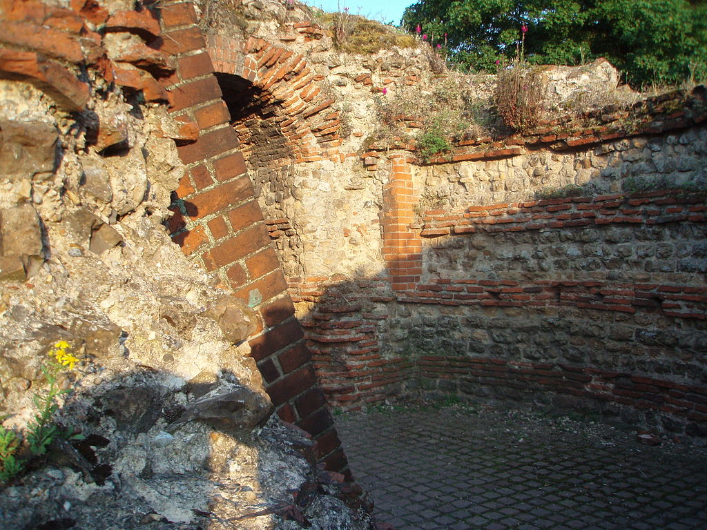 A Roman brick wall excavated at Camulodunum (Colchester). Photo credit: Monika/via Flickr/Wikimedia Commons [Licensed under CC BY 2.0]