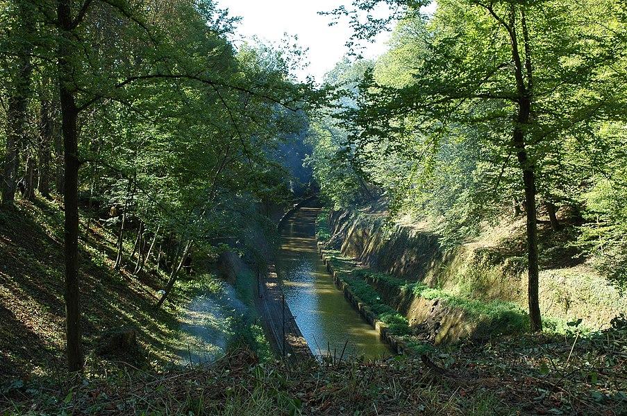 Der Rhein-Marne-Kanal am westlichen Tunnelausgang bei Niderviller, Moselle