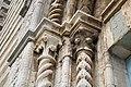 Capitelli del portale della chiesa di San Francesco (Lucignano).jpg