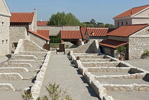 Rekonstruierte Gebäude der Römerstadt Carnuntum (am Donaulimes)