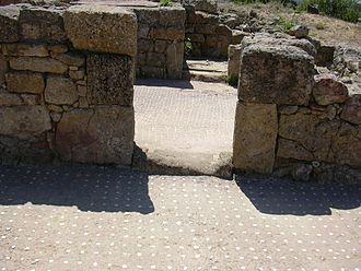Morgantina - House of the Doric capital, mosaic greeting