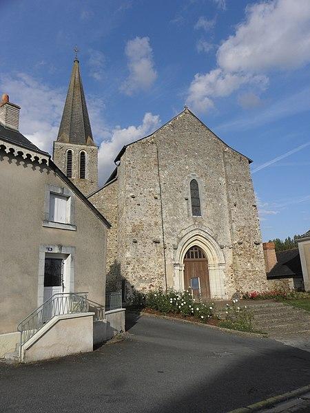 Extérieur de l'église Notre-Dame de Châteauneuf-sur-Sarthe (49). Façade occidentale et clocher.