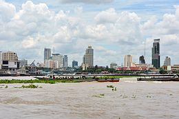 Chao Phraya River photo D Ramey Logan.jpg