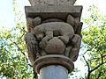 Chapiteau sculpté dans la salle des chevaliers.JPG