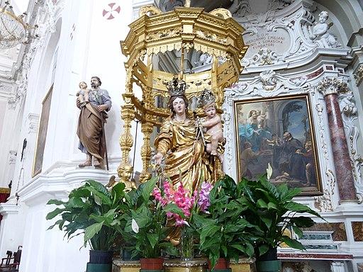 Cherasco-santuario madonna del popolo-statua