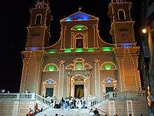 La basilica di santo Stefano illuminata per la festa patronale