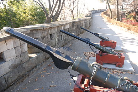 "Three of the large Korean artillery, Chongtong in the Jinju National Museum. These cannons were made in the mid 16th century. The closest is a ""Cheonja chongtong""(천자총통, 天字銃筒), the second is a ""Jija chongtong""(지자총통, 地字銃筒), and the third is a ""Hyeonja chongtong""(현자총통, 玄字銃筒). Chongtongs-Jinju Castle.jpg"