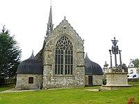 Cléden-Poher 2 L'église paroissiale et le calvaire.jpg