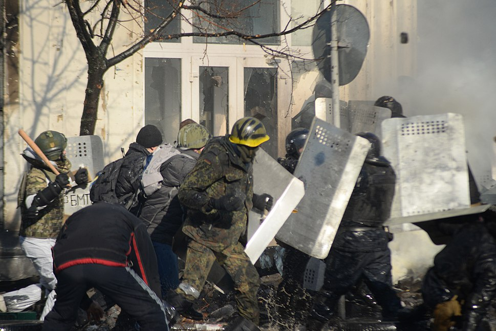 Clashes between radically oriented protesters and internal troops. Ukraine, Kyiv. Events of February 18, 2014
