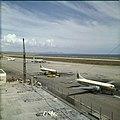 Collectie Nationaal Museum van Wereldculturen TM-20029834 Luchthaven Dr. Albert Plesman nabij Hato Curacao Boy Lawson (Fotograaf).jpg