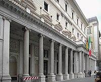 Colonne di Veio a palazzo Wedekind.JPG