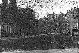 Leidsegracht van de Herengracht gezien, rechts het huis met de vier Heemskinderen