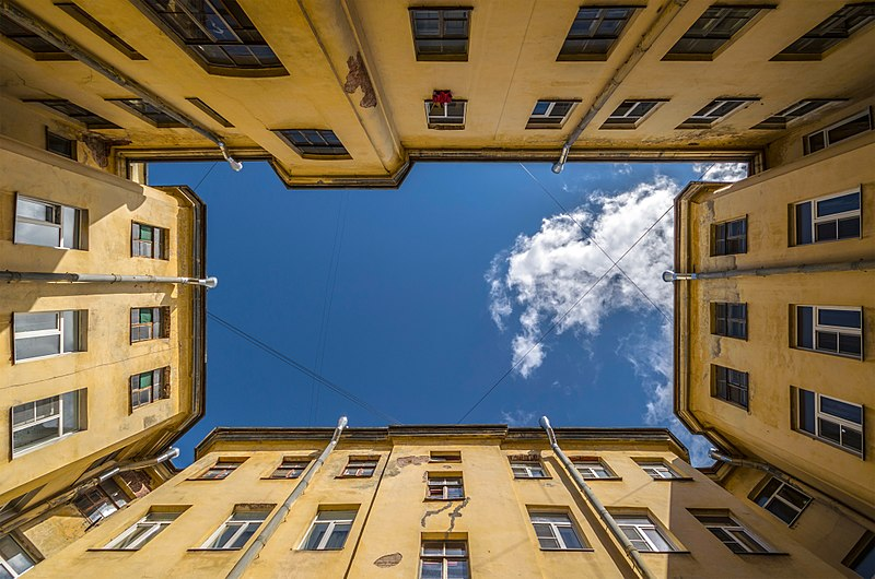File:Courtyards of SPB 03.jpg