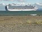 Crown Princess, buque de cruceros, en el Estrecho de Magallanes, frente a Punta Arenas, Chile.jpg