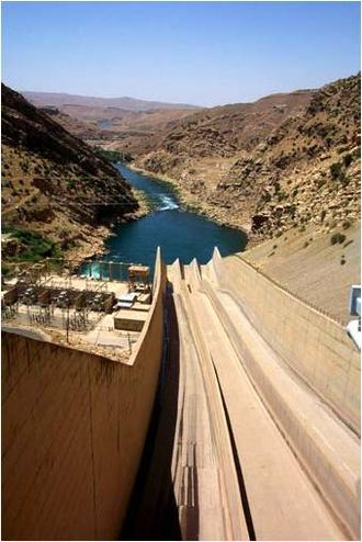 Diyala River - Image: Darbandikhan Dam Spillway USACE NWD