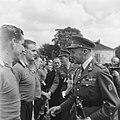 De spelers worden voorgesteld aan een hoge Belgische officier en prins Bernhard, Bestanddeelnr 900-5824.jpg