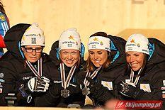 Venstre:   Anja Pärson blev den første som blev tildelt bedriftsguldet to år i træk - i 2006 og i 2007.   Højre:   Sveriges damestafetlov i langrend fik 2014 til at modtage bedriftsguldet.