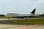 Delta N668US Boeing 747-400 (15165120248).jpg