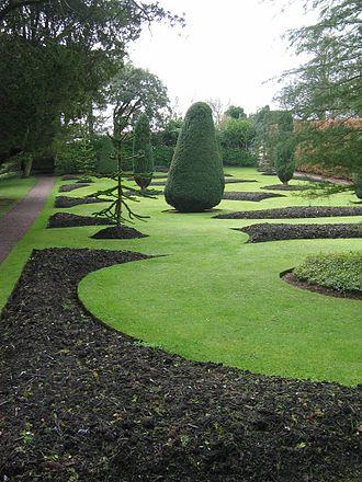 Dirleton Castle - Image: Dirleton Castle Garden