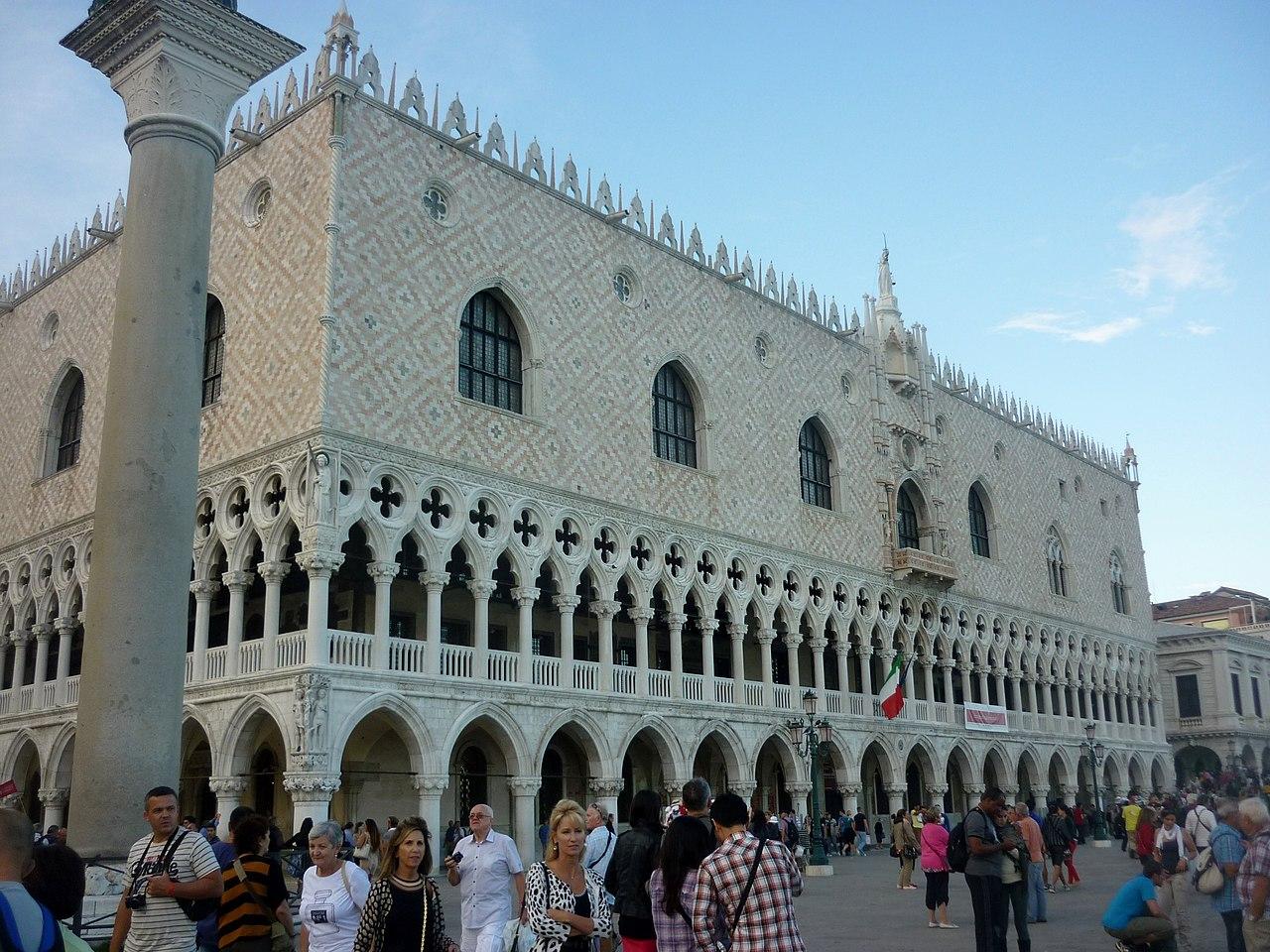 1280px-Dogenpalast_Venedig_2014.JPG