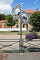 Double miroir devant l'école élémentaire du Petit Muce de Forges-les-Bains le 15 juillet 2016.jpg
