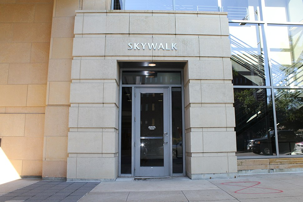 Downtown Des Moines Skywalk Entrance