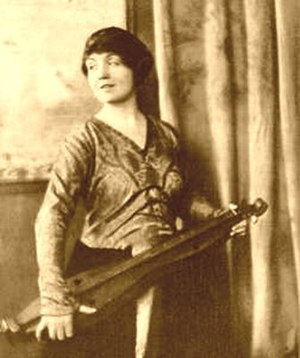 Appalachian dulcimer - Loraine Wyman, who gathered folk songs in the field and performed them in concert halls, shown in the May 1, 1917, issue of Vogue holding an Appalachian dulcimer.
