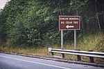 Duncan Memorial Big Cedar Tree road sign, U.S. Route 101.jpg