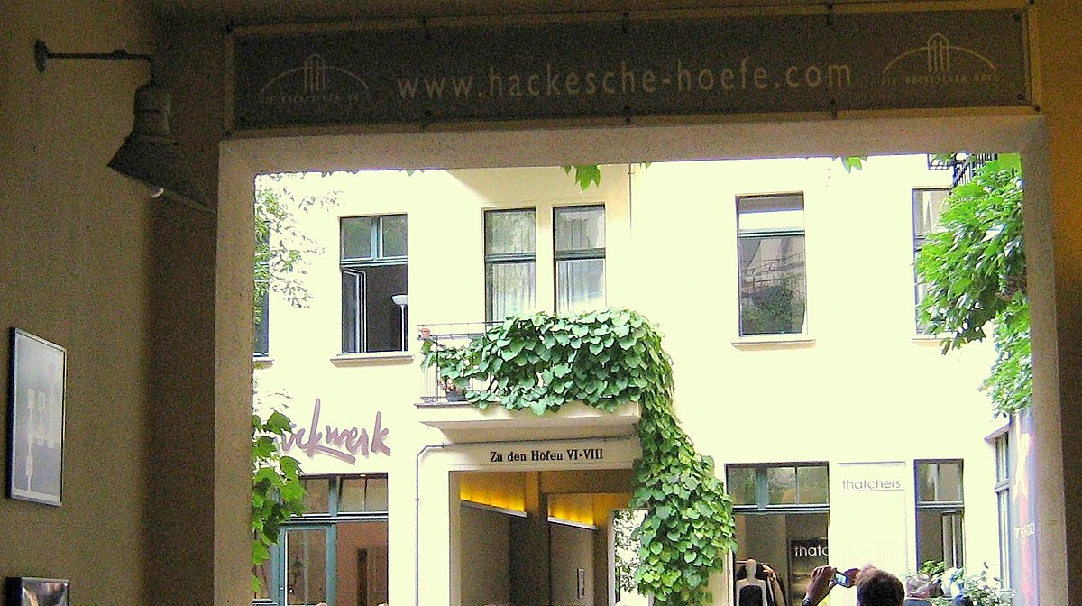 Durchgänge der Hackischen Höfe.JPG