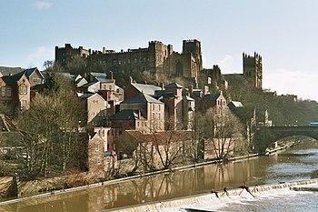 Vista del Castillo de Durham, con la Catedral al fondo