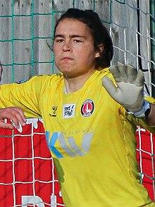 Эрта Камингс Чарльтон Ath Women 1 Lewes FC Women 1 07 03 2021-331 (51013492583) (обрезано) .jpg