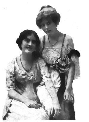 Edith Taliaferro - Edith Taliaferro (right), with her sister Mabel in 1913.