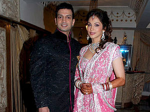 Isha Koppikar - Isha Koppikar with Timmy Narang at their wedding reception