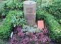 Ehrengrab Eisackstr 40a (Schön) Eduard Bernstein.jpg