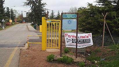 How to get to אל רום with public transit - About the place