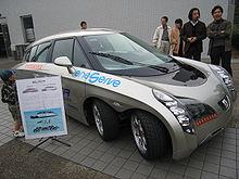 Il prototipo della Toyota Eliica, alimentata da batterie a ioni di Li, con autonomia di 320 km, e una velocità massima di 190 km/h, grazie a otto motori da 55 kW.