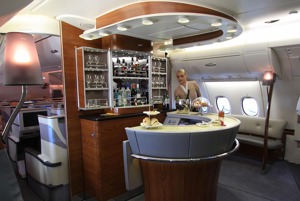 File:Emirates business class bar A380.jpg - Wikipedia