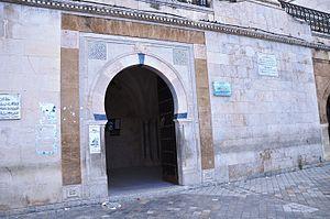 Saheb Ettabaâ Mosque - Image: Entrée Mosquée Saheb Tabâa