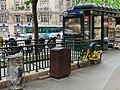 Entrée Station Métro Courcelles Paris 3.jpg