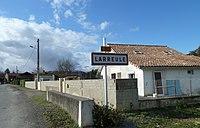 Entrée dans Larreule (Hautes-Pyrénées).JPG